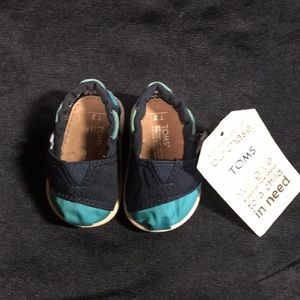 Toms Toddler sz T2 Navy/Teal NWT